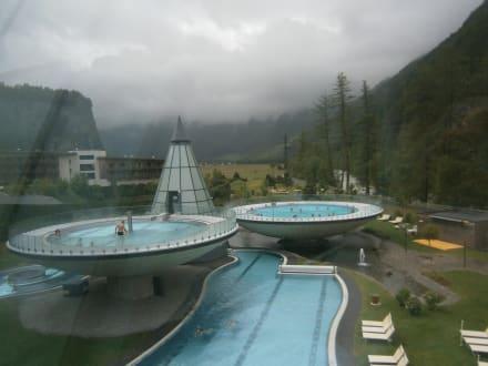 Schalenbecken und Sportbecken der Therme - Hotel Aqua Dome