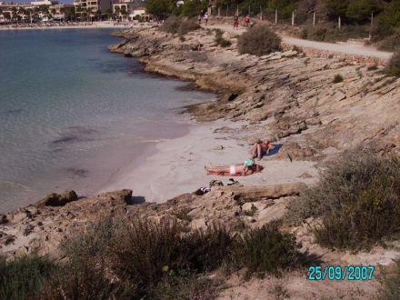 Kleiner Strand am Weg - Platja d'es Carbó