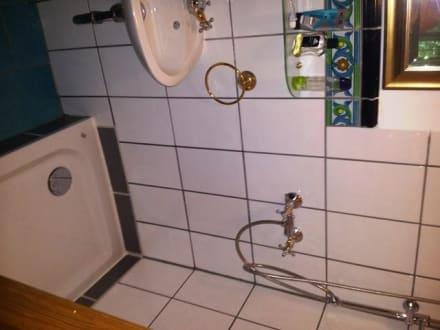 dusche ohne vorhang oder abtrennung bild landgasthof ziegelstadel in stadtbergen bayern. Black Bedroom Furniture Sets. Home Design Ideas