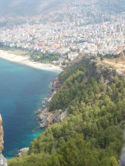Alanya, Blick von der Burg zum Kleopatrastrand - Strand Kleopatra/Strand Damlatasch