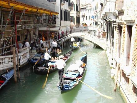 Venedig - Gondeln / Gondelfahrten in Venedig