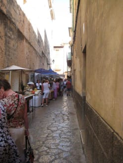Marktstände in den Gassen von Pollença - Markt