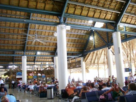 Warten auf den Abflug - Flughafen Punta Cana (PUJ)