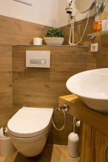 das bad des schwarzwald design zimmers bild hotel winterhaldenhof in schenkenzell baden. Black Bedroom Furniture Sets. Home Design Ideas