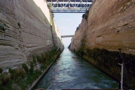 Im Kanal von Korinth - Kanal von Korinth