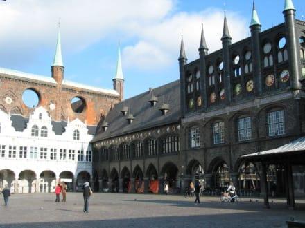 Rathaus von hinten - Rathaus Lübeck