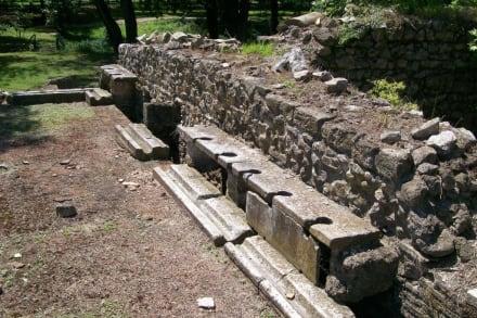 Latrinen im Badehaus - Ausgrabung Dion