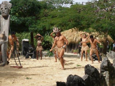 Tanz der Eingeborenen - Manati Park Bavaro