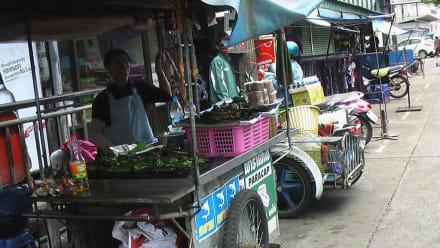 Kleine Shops davor ... - Markt