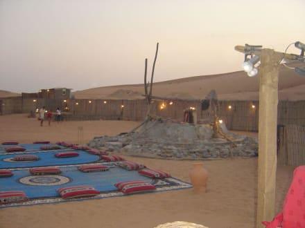 Camp beim Nachtessen - Wüstentour Dubai