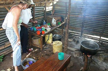 """""""Schulküche"""" der Schule bei Ukunda - Hells Kitchen"""