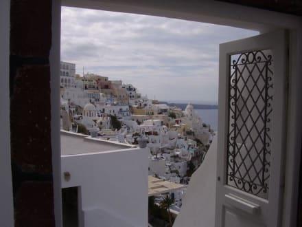 Einblick in den Ausblick - Altstadt Thira/Fira