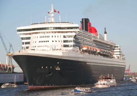 Queen Mary 2 QM 2 in Hamburg - Hafen Hamburg