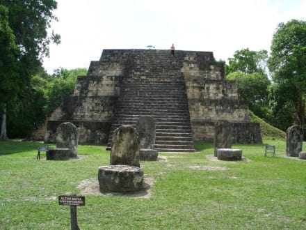 Maya-Altar - Tikal - Das Erbe der Maya