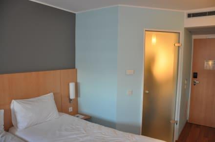 badezimmert r nicht sch n bild ibis hotel berlin. Black Bedroom Furniture Sets. Home Design Ideas