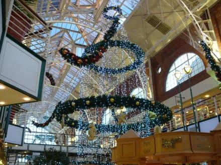 Weihnachtschmuck in der Einkaufspassage - Alfred & Victoria Waterfront