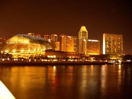 Singapur bei Nacht - Esplanade - Theatres on the Bay