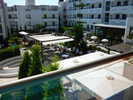 Blick aus Zimmer Nr. 242 auf Essbereich - Hotel Albatros