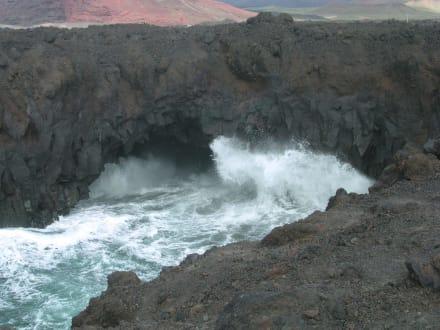 Hier ist die Lava ins Meer geflossen - Los Hervideros