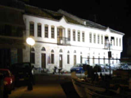 Kulturzentrum Limenas bei Nacht - Kulturzentrum