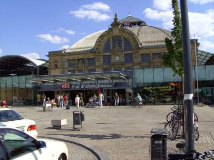 historisches Kuppelgebäude, vom Bf.- Vorplatz - Halle (Saale) Hauptbahnhof