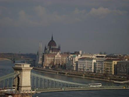 Parlament und Kettenbrücke - Parlament