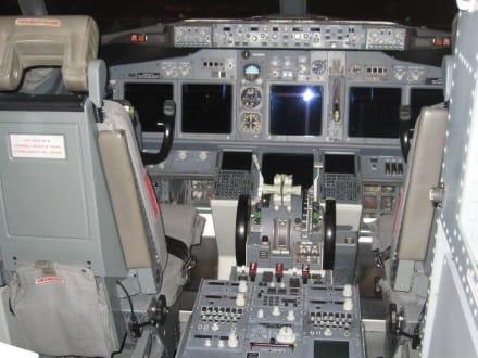 Blick ins Cockpit - Flughafen Gran Canaria (LPA)