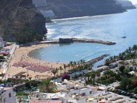 Blick vom Mirador bis unten zum Strand - Strand Puerto de Mogán