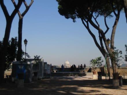 Blick über Rom in Richtung Petersdom - Aventin