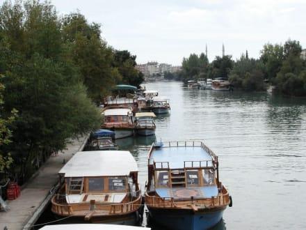 Kleine Ausflugsschiffe in Manavgat - Flussfahrt Manavgat