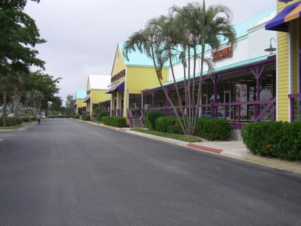 Tanger Outlet - Tanger Outlet
