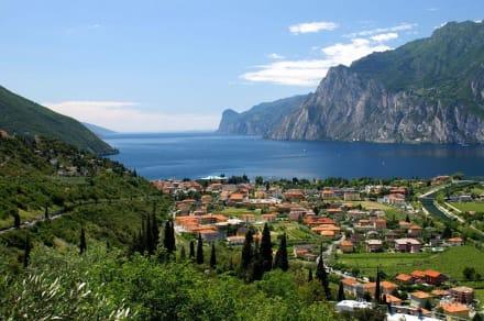 Blick über Torbole und das Nordufer des Gardasee´s - Gardasee