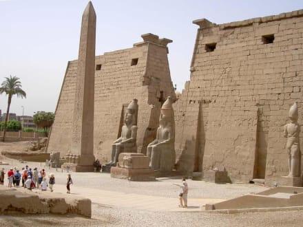 Luxor-Tempel_Eingang 1.Pylon von Ramses II - Amonstempel Karnak