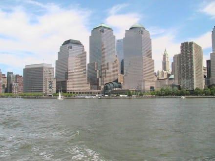 Neue Skyline von der Wasserseite - Hafen New York