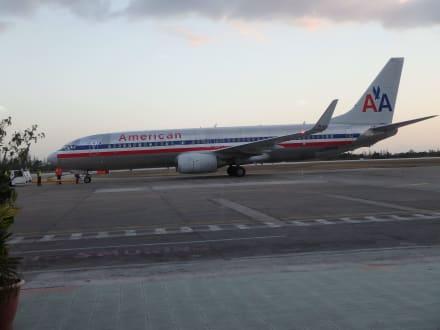 Seit Mitte 2016 kommen auch Flugzeuge aus den USA - Flughafen Abel Santamaría (SNU)