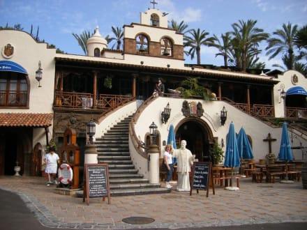 Eingang von El Monasterio - Restaurant Mesón El Monasterio