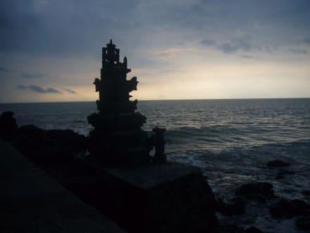 Batu Bolong - Batu Bolong Tempel