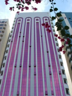 Farbe in Farbe - Skyline Abu Dhabi