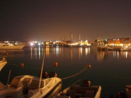 Marina in der Nacht - Yachthafen Hurghada