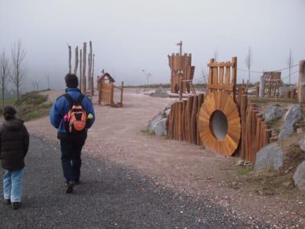 Abenteuer-Spielplatz vor der Rodelbahn - Sommerrodelbahn und Skilift