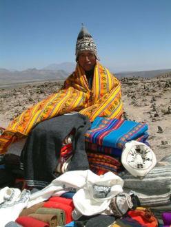Deckenverkäufer am Pata-Pampa-Paß (4850m) - Colca-Canyon