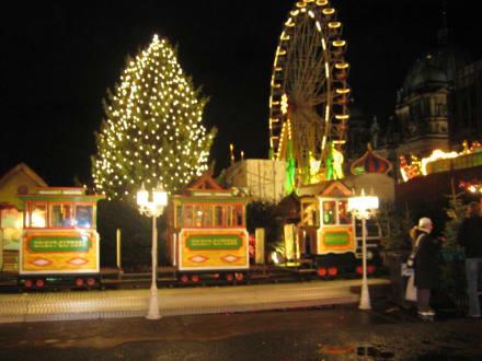 Weihnachtsmarkt am Alex auf dem Schlossplatz - Alexanderplatz