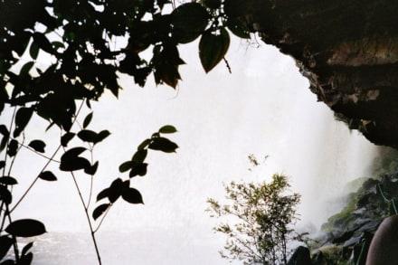 hinterm Wasserfall - Wasserfälle von Canaima - Salto Sapo