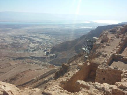 Blick hinunter auf die Talstation  - Masada
