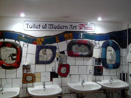 Hundertwasser Toilette - Hundertwasserhaus Wien