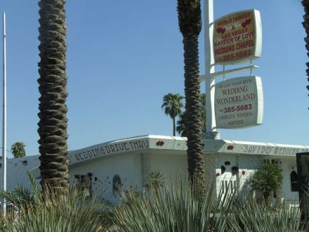 Wedding Chappel Drive Through - Chapels of Las Vegas