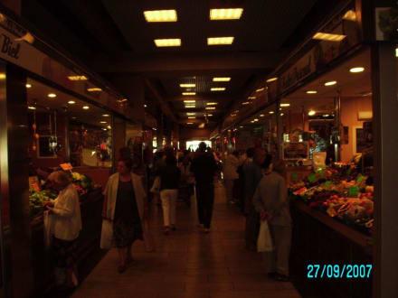 Blick in Markthalle - Markthalle de l'Olivar