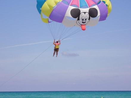 Sport on the beach - parachute -