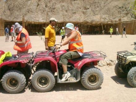 Zwischenstopp am Beduinendorf - Quad Tour Hurghada