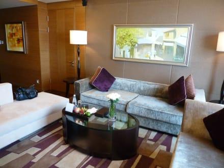 das sch ne gem tliche wohnzimmer hotel intercontinental asiana. Black Bedroom Furniture Sets. Home Design Ideas
